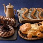 亀のシュルプリーズ、雑穀入りプチ・バゲット、コーヒーとホワイトチョコレートのブリオッシュ