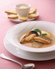 魚のスープ ブイヤベース風 クルトンとルイユを添えて