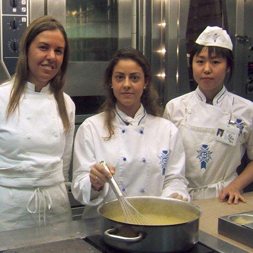 Moreina Leite et des étudiantes Le Cordon Bleu