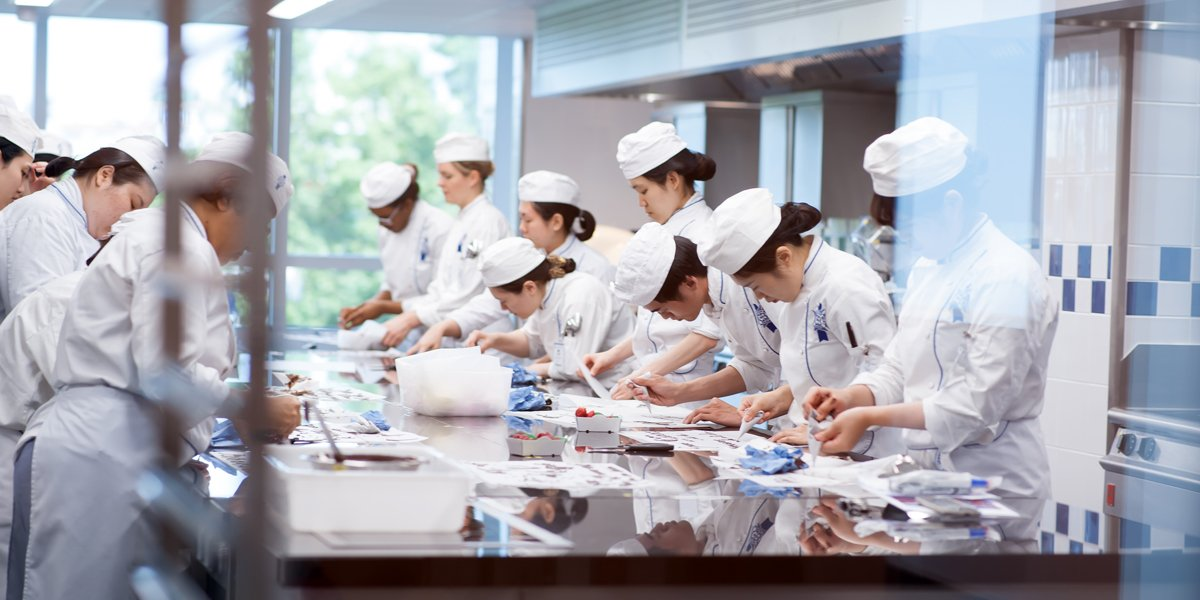 Le Cordon Bleu Paris students