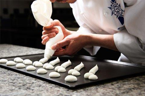 製菓の基本実技:絞り袋の使い方