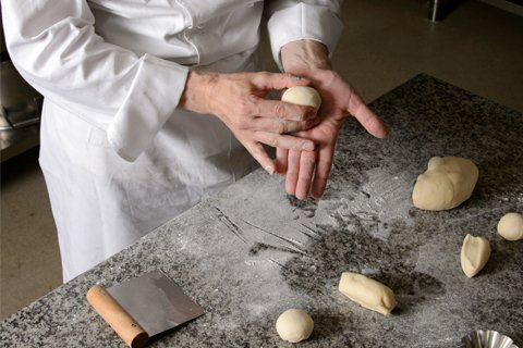 パンの基本実技:ファソナージュとクープの入れ方