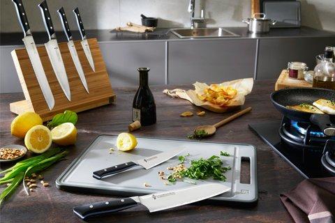 ドイツの名門とコラボしたナイフが新発売!