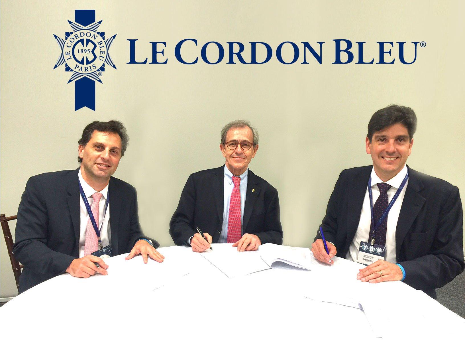 Photo (de droite à gauche) – Daniel Faccini Castanho (Anima), André Cointreau (Le Cordon Bleu), Vice-Président Marcelo Battistella Bueno (Anima)