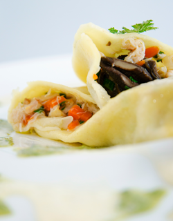 Recipe - Crab ravioli, chicken and garlic cream, chervil coulis