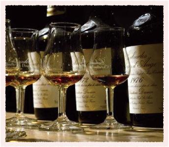 カルバドス (フランス・ノルマンディー地方で生産され、 リンゴを原料とする蒸留酒)