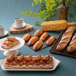 ゴマ、トリュフ、ロックフォールのアヴェロン風バゲット、ブーダン・ブランのパイ、ショウガとユズのコンフィのブリオッシュ