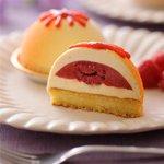 パッションフルーツ、フランボワーズ、ピーマンのドームケーキ