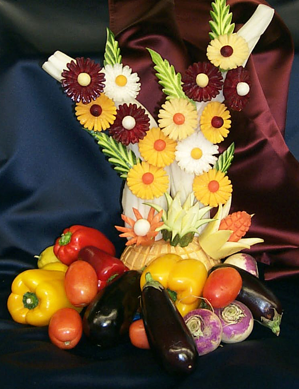 Creative fruit and vegetable carving